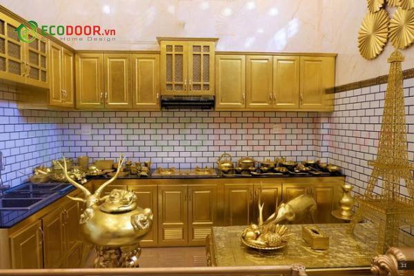 Kệ Bếp Tủ Bếp với bề mặt vàng tôn lên vẻ sang trọng quý phái cho gia chủ
